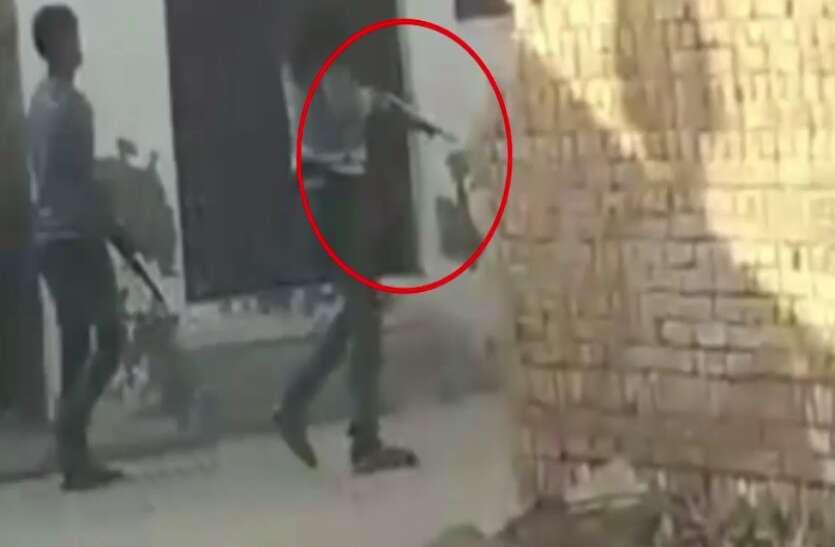 गलत काम करने से रोका तो बेटे ने मां, बहन और भाई पर चला दी गोली, पुलिस ने किया गिरफ्तार- देखें वीडियो