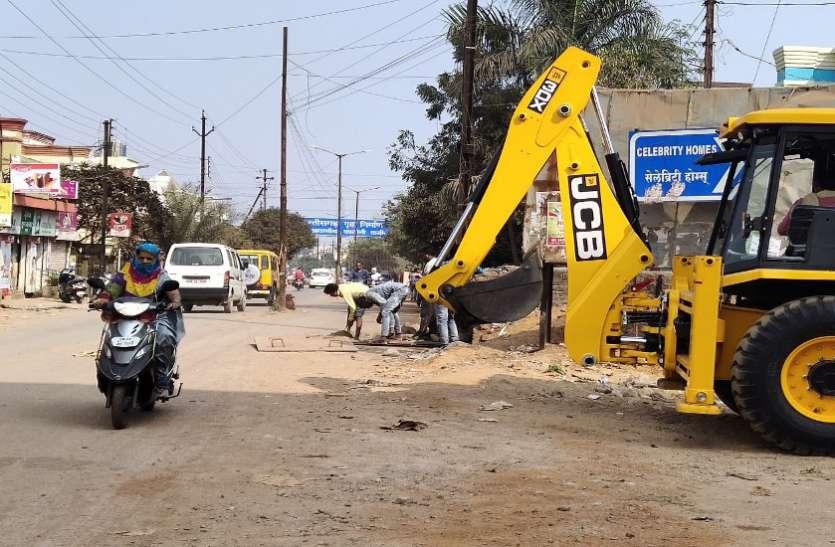 दुर्घटनाओं के बाद जागा निगम, कबीर नगर मुख्य मार्ग पर बने अधूरे चैंबर का निर्माण पूरा