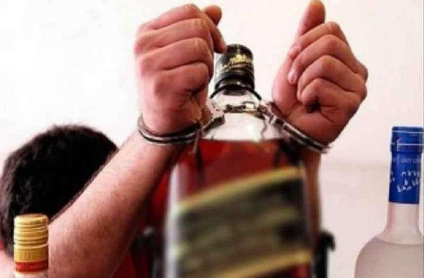Crime: गोदाम व दुकान की आड़ में शराब का अवैध कारोबार, चार गिरफ्तार