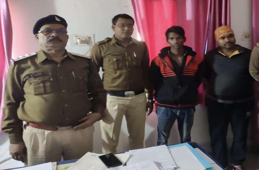 घर के बाहर खड़े 2 युवकों ने संदिग्ध रूप से रखा था थैला, पुलिस ने पकडक़र तलाशी ली तो...