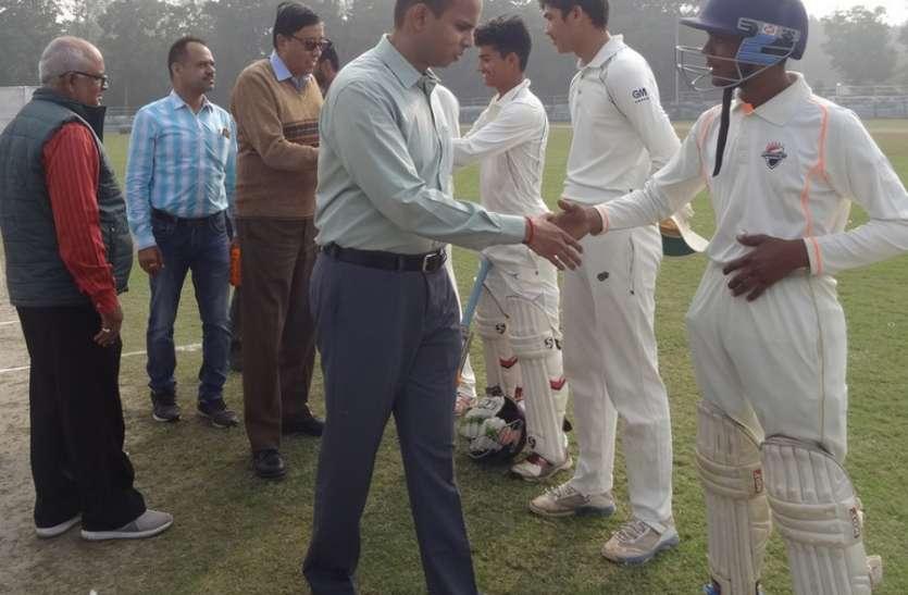 बालक अंडर-18  अंतर जिला क्रिकेट प्रतियोगिता : रीवा ने सिंगरौली पर 83 रनों की बनाई बढ़त, 96 रन पर खेल रही सीधी