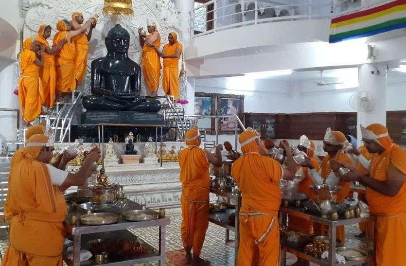 नेमिनाथ दिगंबर जैन मंदिर का स्थापना दिवस कल
