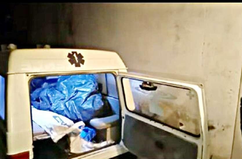 मिनी ट्रक की चपेट में आई बाइक, तीन युवकों की मौके पर मौत