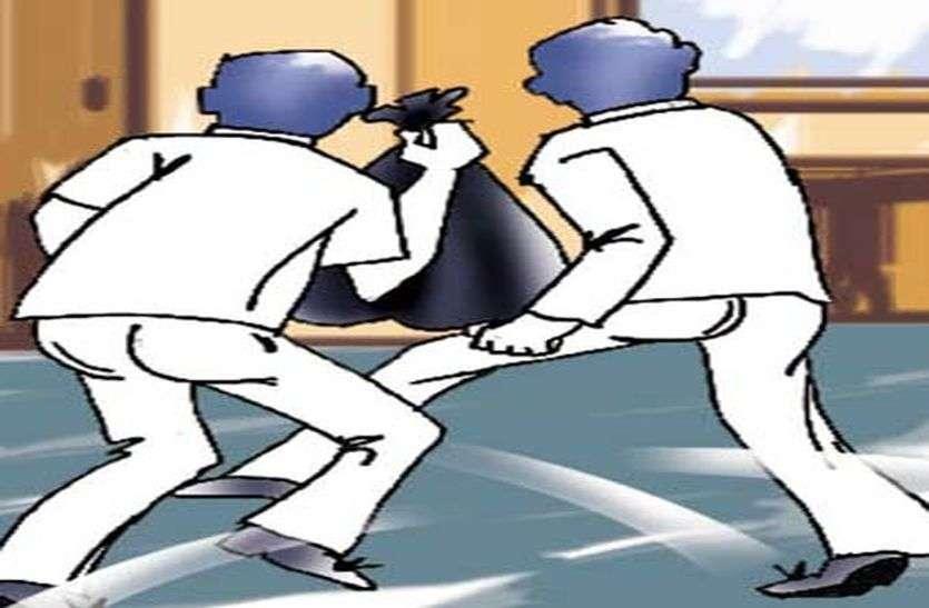 पुलिस वालों के घरों के तोड़े ताले, नकदी व आभूषण चुराए