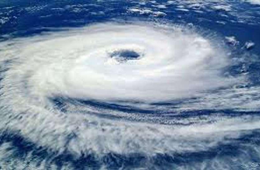 Pawan cyclone : गुजरात के सभी बंदरगाहों पर दो नंबर के सिग्नल