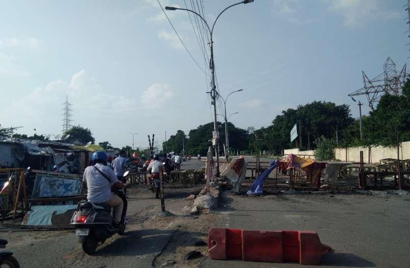 Tamilnadu एलिफेंटगेट ब्रिज रुकने से दुपहिया वाहन चालक परेशान