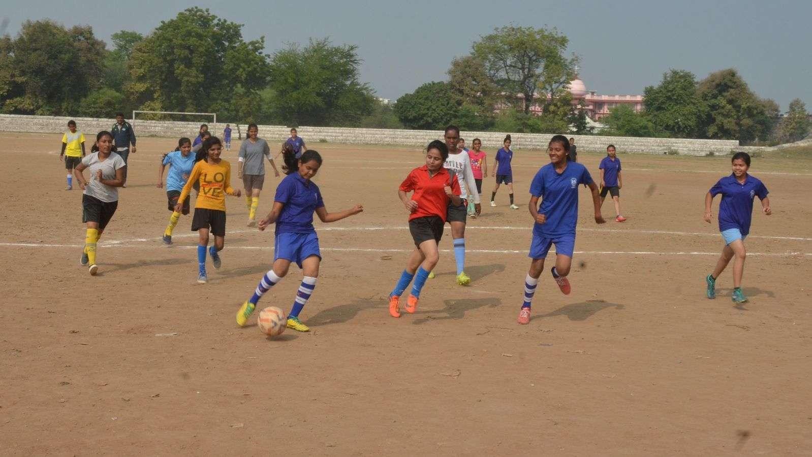 कबड्डी, हॉकी, फुटबॉल, बास्केटबॉल में खंडवा, वालीबॉल बालिका वर्ग में हरसूद की टीम विजेता