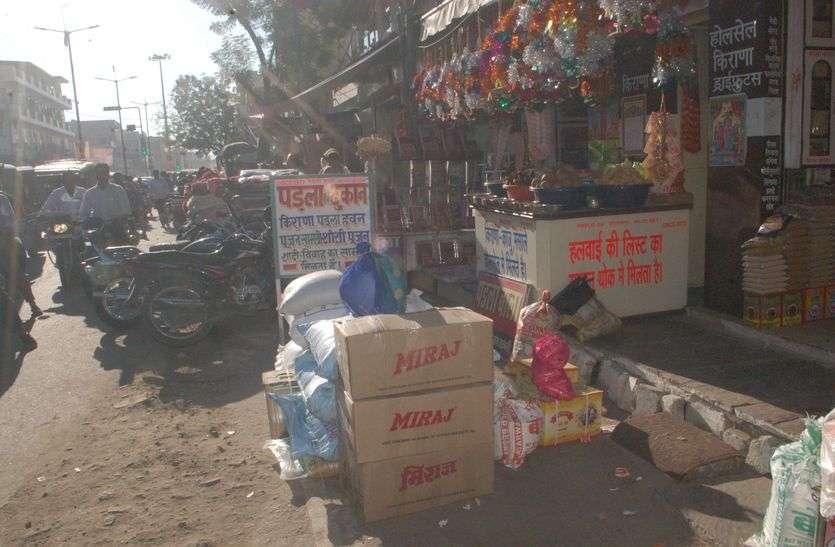 सड़क पर सामान रखने वालों के खिलाफ कोर्ट जाएगी पुलिस