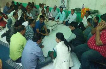 एआईसीसी पर्यवेक्षकों के सामने कांग्रेस नेताओं ने निकाली भड़ास