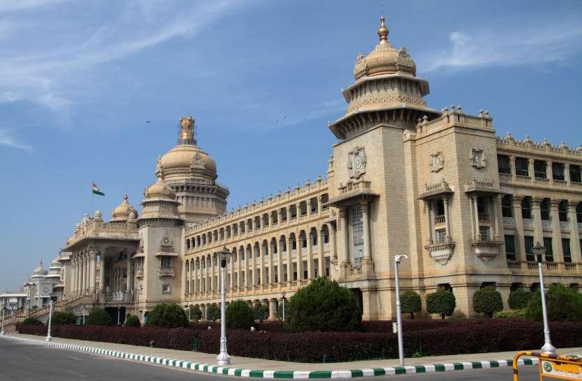 कर्नाटक में मिनी विधानसभा चुनाव आज, तय होगा भाजपा सरकार का भविष्य