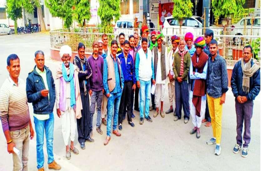 ग्रामीणों को धमका रहे बजरी खननकर्ता