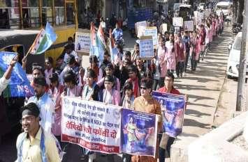 Disha rape murder encounter telangana/ छात्राएं बोलीं-बीच चौराहे रेप हो सकते हैं तो फांसी क्यों नहीं?