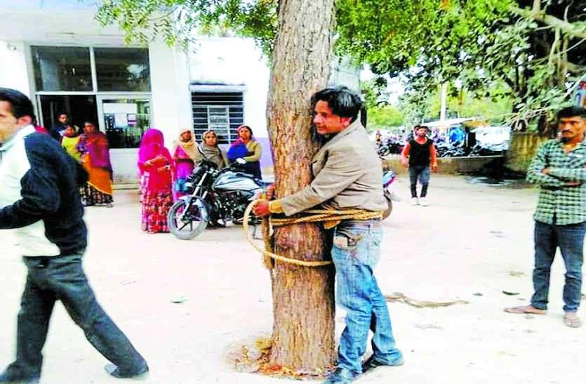 मोबाइल चोरी की आशंका में दो की पिटाई, एक को पेड़ से बांधा