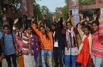 हैदराबाद एनकांउटर पर अलवर बेटियों ने मनाया जश्न