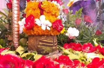जानिए क्यों होता है पूजा में फूल का प्रयोग, क्या है महत्व?