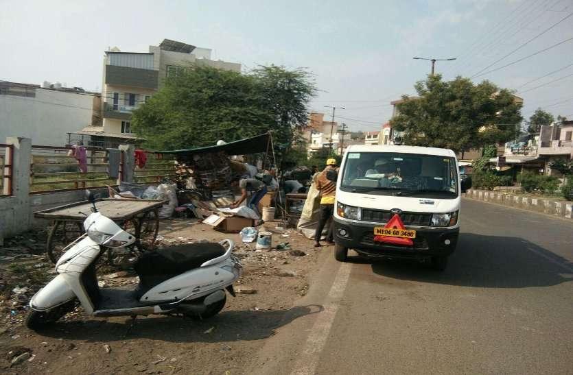 कचरे से भी रकम बना रहे नगर निगम के कर्मचारी