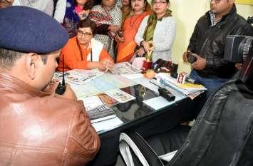 Breaking: भोपाल सांसद प्रज्ञा सिंह पहुंची थाने, ब्यावरा विधायक गोवर्धन दांगी के खिलाफ कराई शिकायत दर्ज