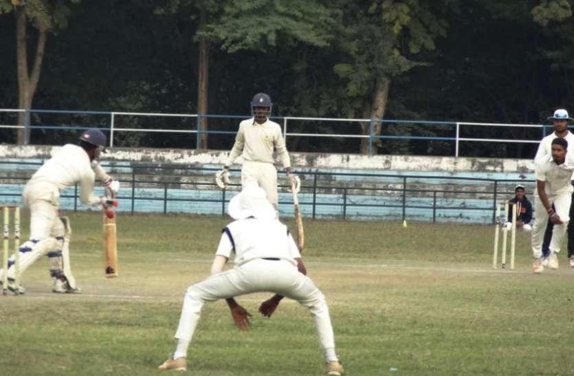 जीत के लिए रीवा की टीम ने झोंकी ताकत