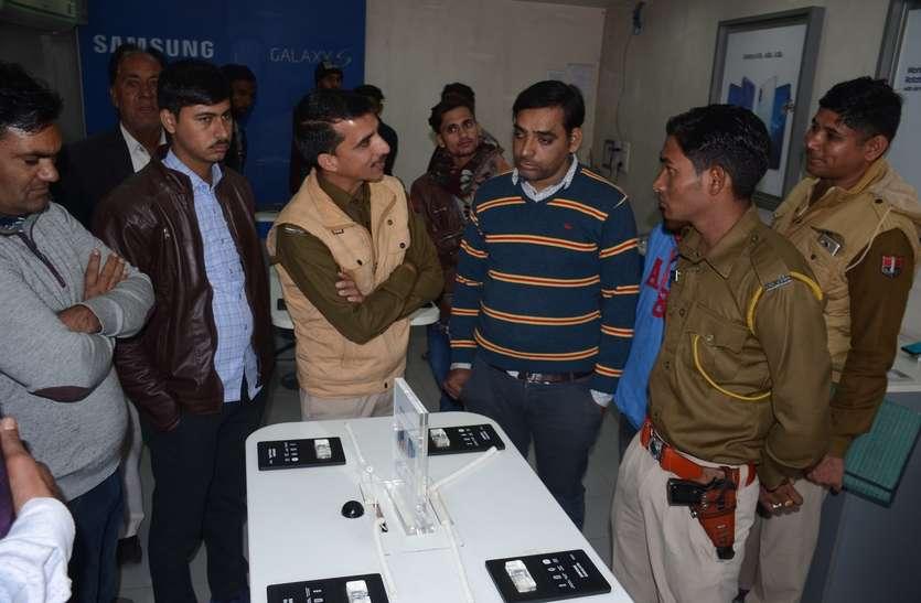 चूरू के शोरूम से 12 लाख के मोबाइल चोरी