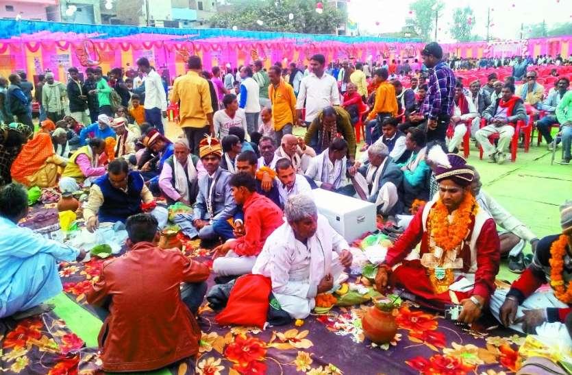 एक ही पंडाल के नीचे विवाह व निकाह, 8 जोड़े हुए एक दूजे के, गंगा जमुनी तहजीब की मिसाल बनी समाजसेवी संस्था
