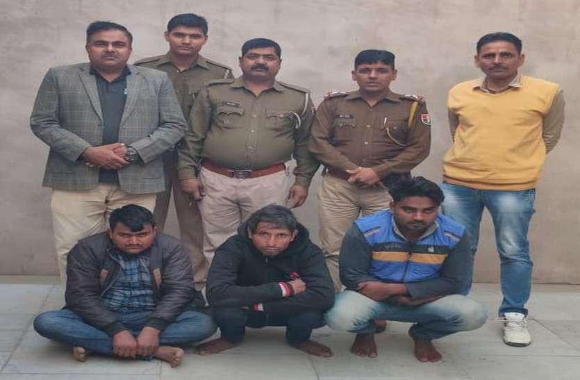 डोडा पोस्त और नशीली गोलियों सहित तीन गिरफ्तार