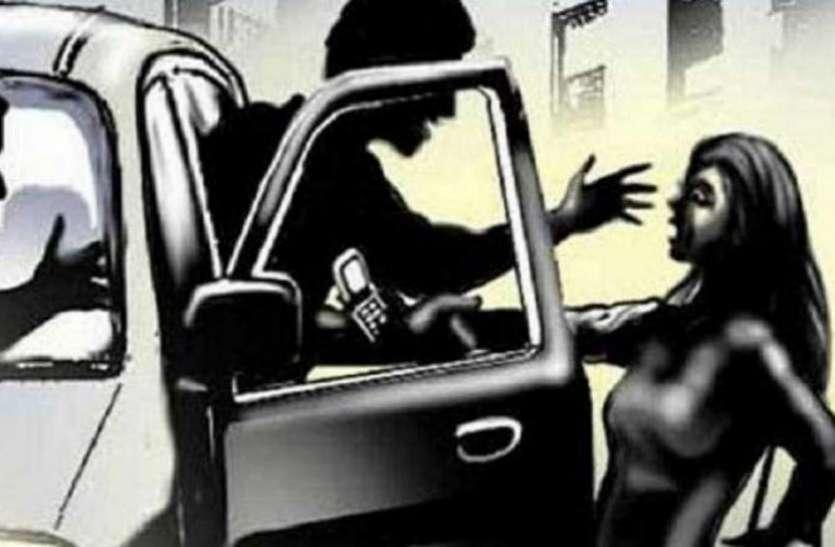 Gang Rape-बेटे के साथ जा रही महिला का पिस्तौल की नोक पर गैंगरेप, वारदात के बाद रात को ढाई बजे रास्ते पर फेंका