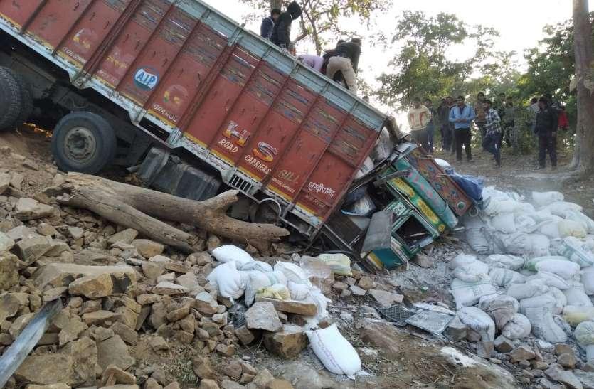 खाई में गिरा ट्रक, युवाओं ने मदद कर चालक की जान बचाई