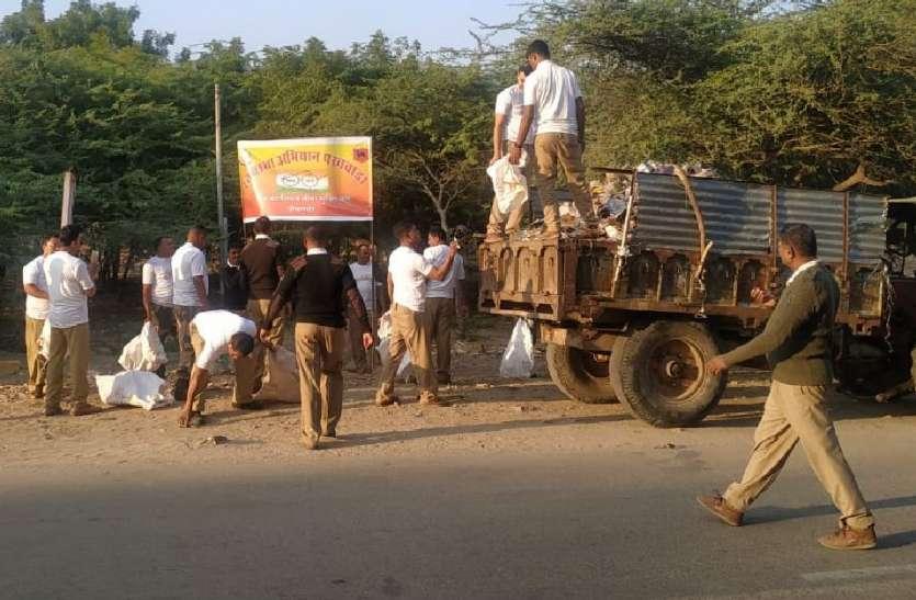 सुरक्षा प्रहरियों ने स्वर्णनगरी को चमकाने के लिए बहाया पसीना