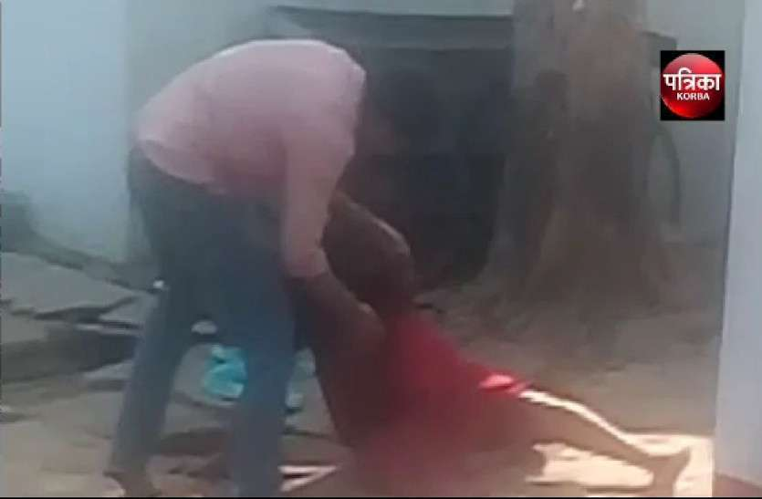 युवक ने महिला पर किया था हंसिया से ताबड़तोड़ वार, सिम्स में इलाज के दौरान महिला ने तोड़ा दम