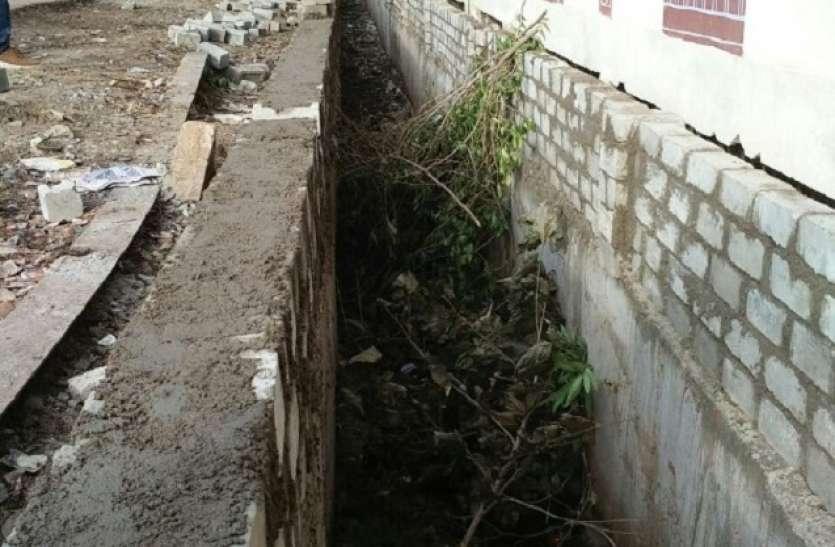 लाखों रुपए से बनी नालियां अब हैं केवल कचरादान
