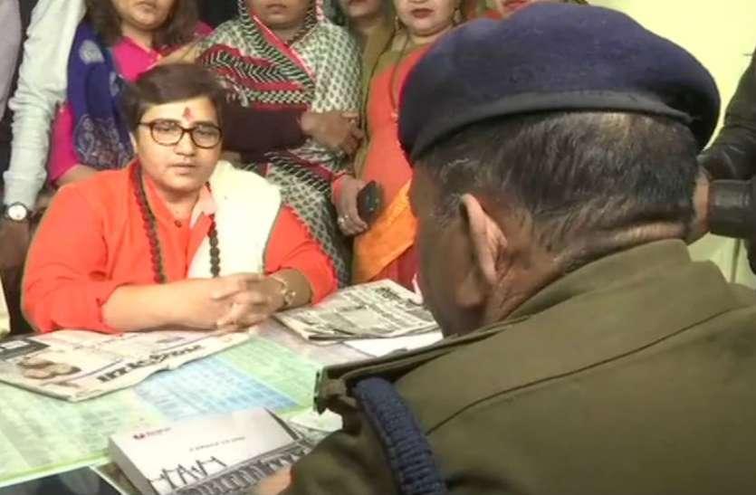 कांग्रेस विधायक ने भाजपा सांसद के स्वागत में शहर को सजाया, पहले दी थी जिंदा जलाने की धमकी