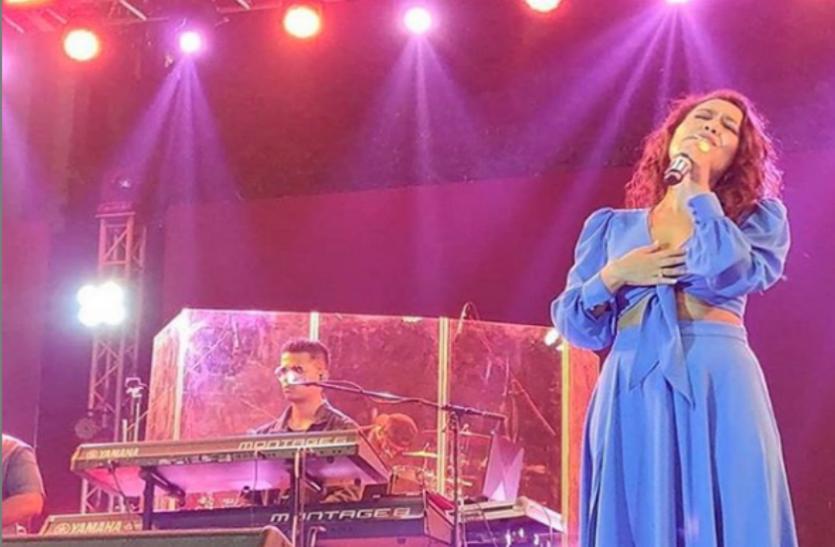 जब नेहा कक्कड़ ने अपनी आवाज़ में 'yo yo honey singh' का गाना गाकर मचाया धमाल, देखें ये वीडियो