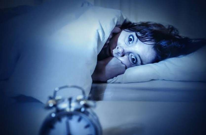 क्या आप भी नींद में बड़बड़ाते हैं, जानिये इसकी वजह और इलाज