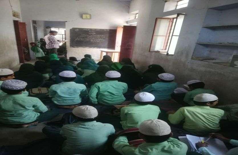 उर्दू से किनारा कर रही सरकार, भर्ती 117 पर 400 की दरकार