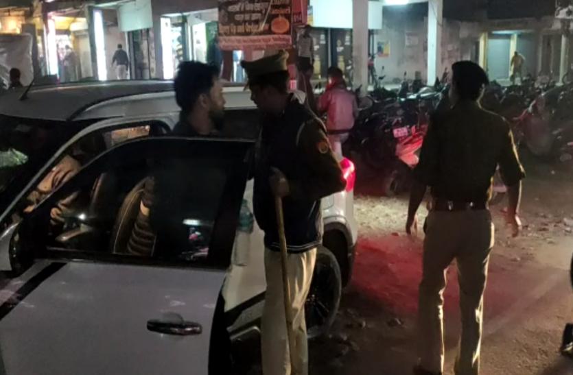 सार्वजनिक स्थान पर शराब पीने वालों पर चला पुलिस का डंडा, 50 से ज्यादा किए गिरफ्तार