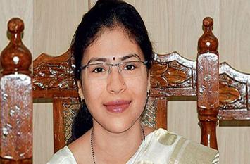 इस महिला आईएएस ऑफिसर ने रेत माफिया की लगा दी थी वाट, सरकार ने किया निलंबित, अब बनेंगी फिल्म