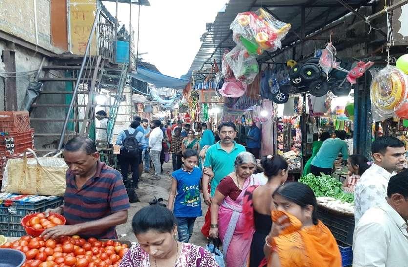 Mumbai News : गलियों मेें बाजार, जहां सुई से सोना सबकुछ बिकता है