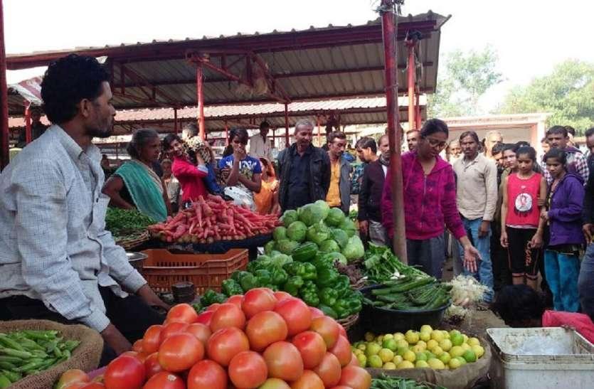 सब्जी मंडी पहुंची SDM , विक्रेताओं को कराया शिफ्ट
