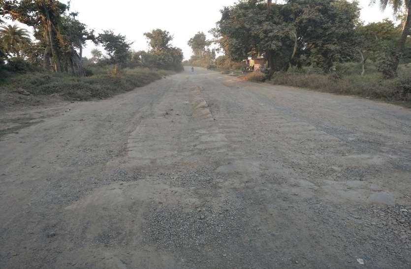 पचास गांव की आबादी के लिए परेशानी का सबब बना 22 किमी का दौलतपुर मार्ग