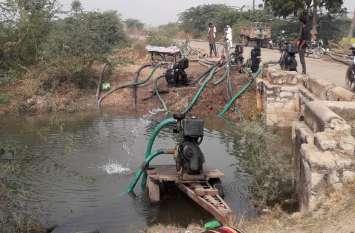 टोरडी सागर बांध की नहर से सिंचाई का पानी खेतों में ले जाने की कवायद