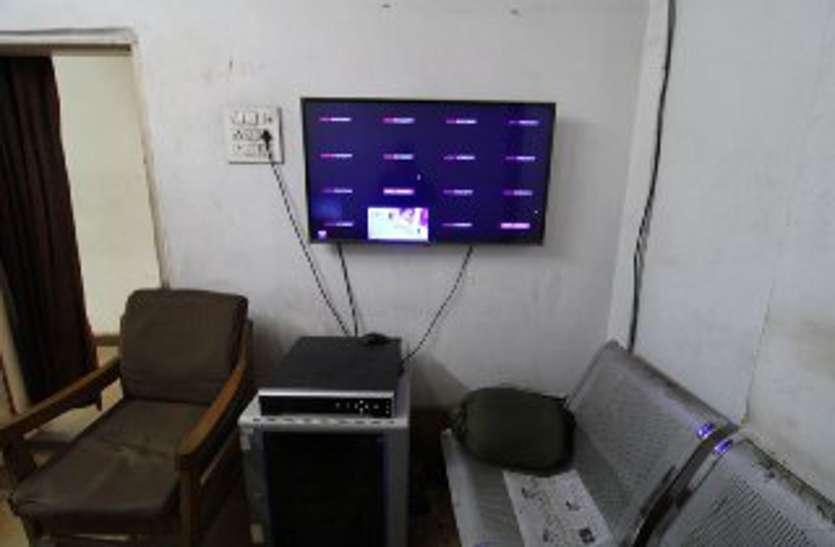 सुरक्षा में चूक आठ महीने से बंद पड़े रेलवे स्टेशन के कैमरे