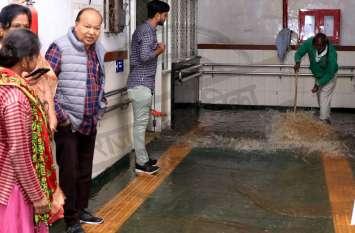 एसएमएस अस्पताल बना स्विमिंग पूल, अचानक बहा इतना पानी, देखें वीडियो