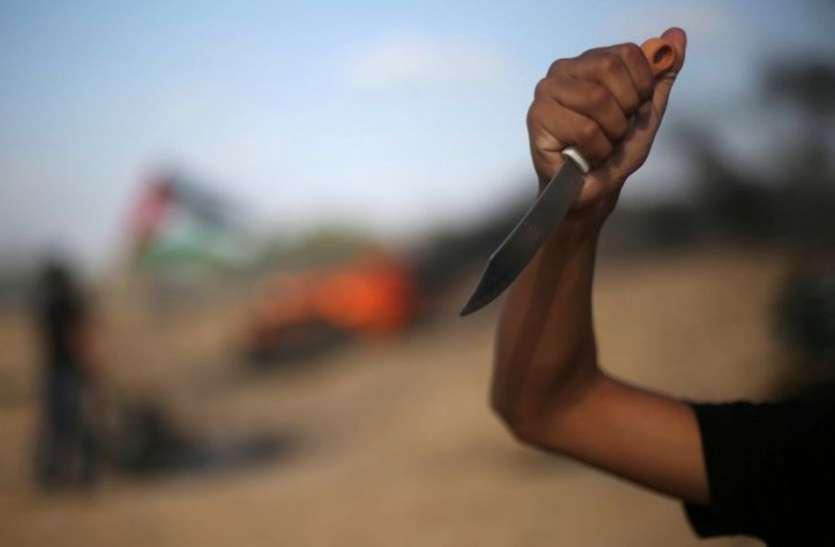 जघन्य वारदात : पिता के सिर पर फोड़ी कांच की बोतल, बेटे के पेट में घोंपते रहे चाकू