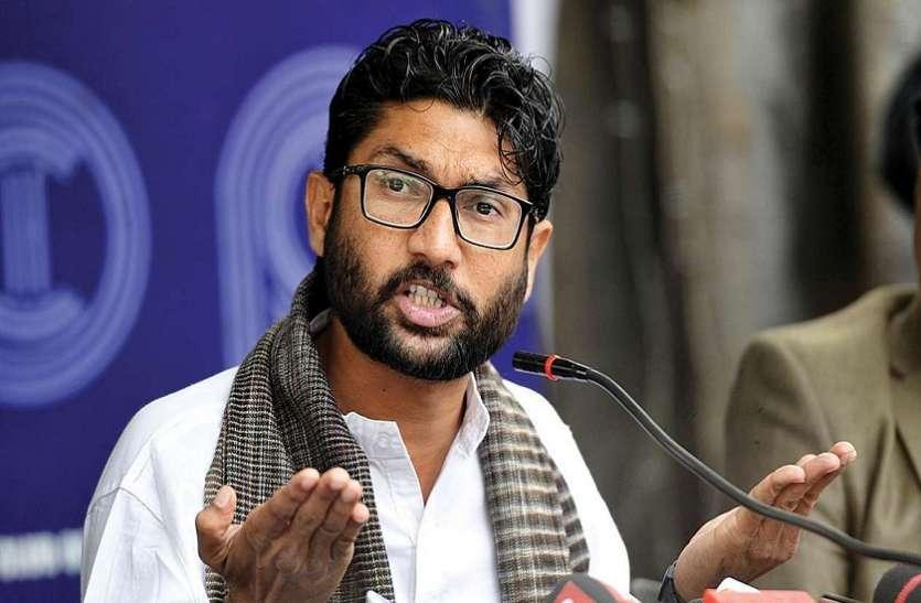 Gujarat assembly: Independent MLA Jignesh Mevani पूरे सत्र के लिए निलंबित