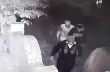 मुंह पर काला कपड़ा बांधा, सीसीटीवी कैमरे बंद किए फिर बदमाशों ने की हैरतअंगेज वारदात
