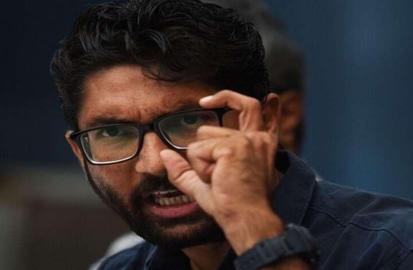 Gujarat : निर्दलीय विधायक Jignesh Mevani ने Statue of Unity संबंधी bill की प्रति जलाई