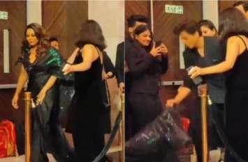 किंग खान शाहरुख ने संभाला पत्नी गौरी खान का गाउन, देखें Video