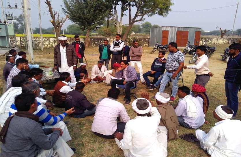 दिन में बिजली के लिए किसानों ने किया प्रदर्शन