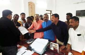 आईसीयू वार्ड में भर्ती मरीज के आक्सीजन मास्क में आग लगने के बाद भाजपा ने सौंपा ज्ञापन