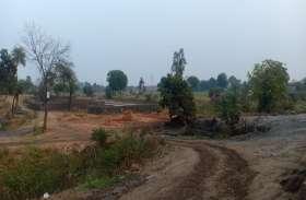 नींव की ईट डाल रही कन्या महाविद्यालय निर्माण में खलल, नहीं हटी तो रुकेगा निर्माण
